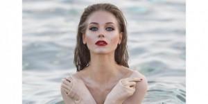 Как русалочка: Кристина Асмус похвасталась откровенным фото в воде