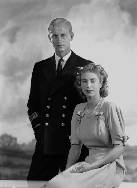 Королева Елизавета II и принц Филипп отмечают 70-летнюю годовщину свадьбы: история любви королевской четы