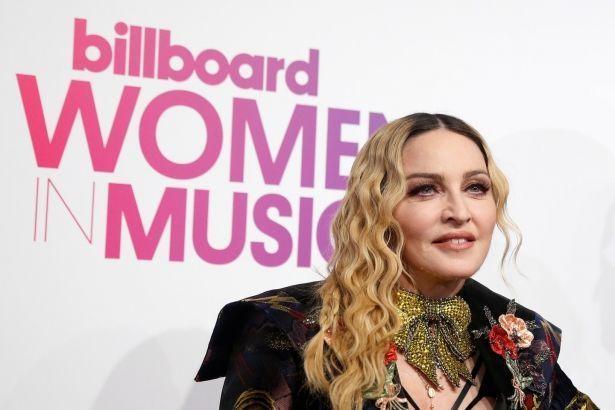 """Селена Гомес снялась в фотосессии для журнала Billboard, который назвал её """"Женщиной года"""""""