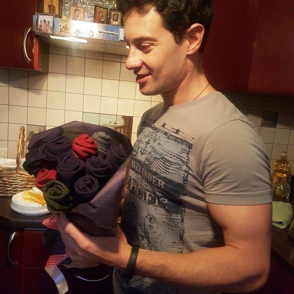 Антон Макарский показал интимный подарок на день рождения