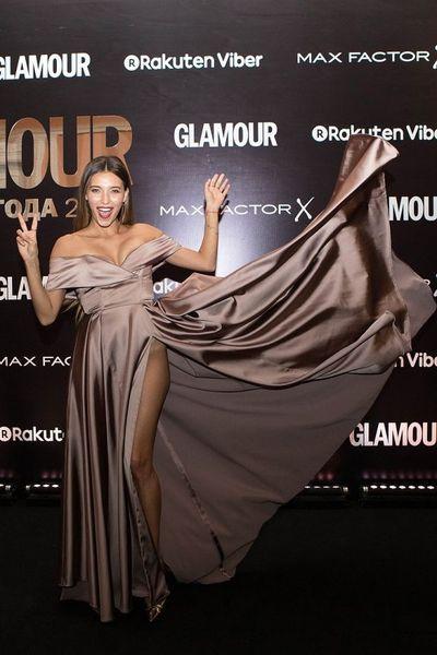 На зависть Джоли и Хадид: Регина Тодоренко пришла на премию Glamour без нижнего белья (ФОТО)