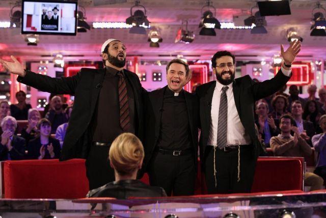Католический священник, имам и раввин покоряют шоу-бизнес в комедии «И смех и грех»