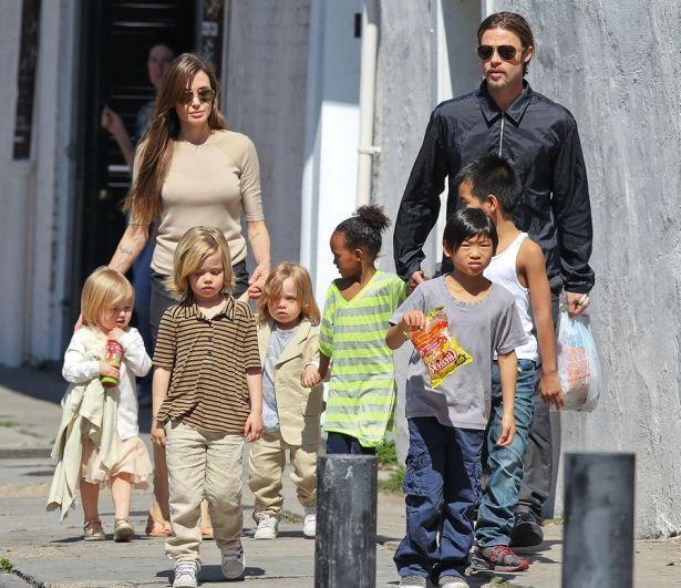 Брэд Питт готов отдать половину cвоего капитала, чтобы cовмеcтно воcпитывать детей c Анджелиной Джоли: почему она не cоглашаетcя