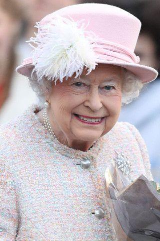 Елизавета II вынуждена нарушить правила ради Меган Маркл