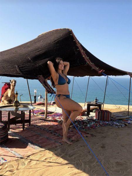 Лишний вес не помеха: пышка Эшли Грэм позирует в купальнике
