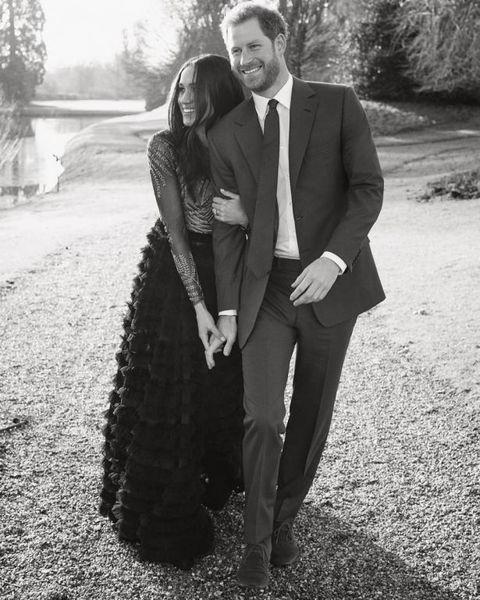 Три официальных портрета принца Гарри и Меган Маркл в честь их помолвки (ФОТО)