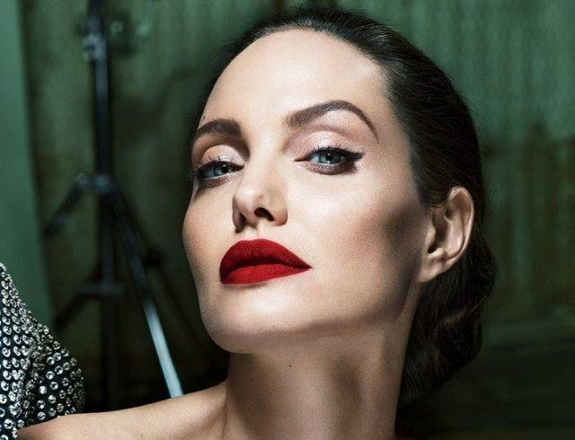 СМИ: Анджелина Джоли весит 35 кг