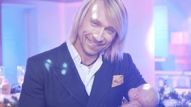 Олег Винник и MONATIK рассказали о семейных новогодних традициях