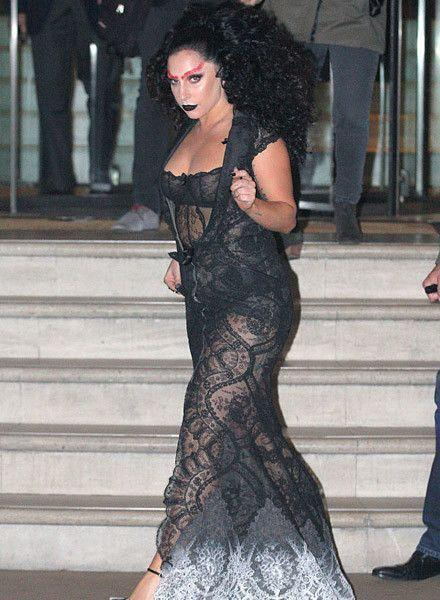 Вот это ляжки: Леди Гага показала толстые бедра в синяках