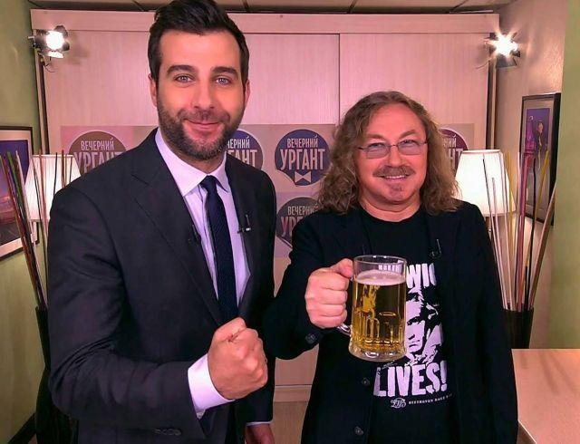 Розово-малиновое вино: Иван Ургант и Игорь Николаев перепели главный хит 2017 года