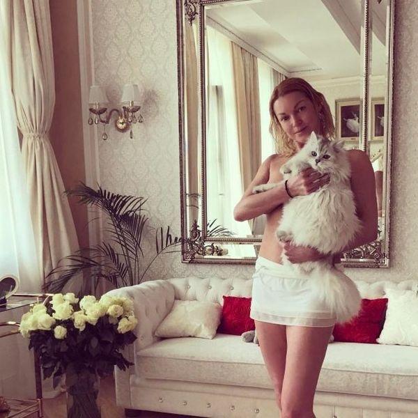 Поклонники раскритиковали «вечно голую» Анастасию Волочкову за новое обнаженное фото