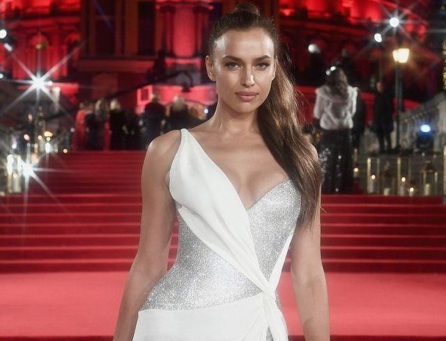 Ирина Шейк затмила всех на премии The Fashion Awards 2017 (ФОТО)