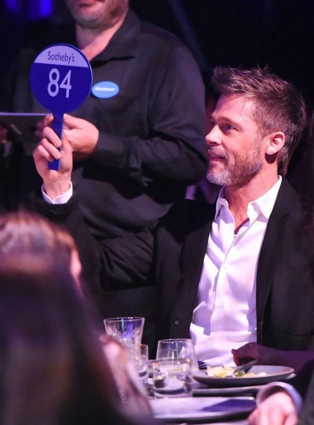 Брэд Питт готов был выложить 120 тысяч долларов за свидание со звездой «Игры престолов» Эмилией Кларк (ФОТО)