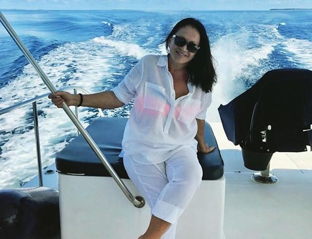 Светится от счастья: София Ротару заинтриговала снимком с экзотическим красавцем на отдыхе
