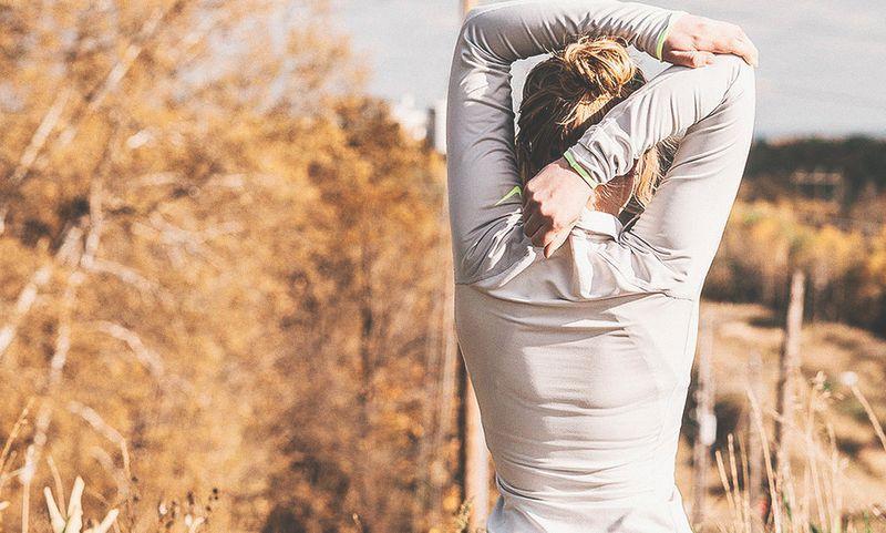 Как облегчить боль в спине и исправить осанку