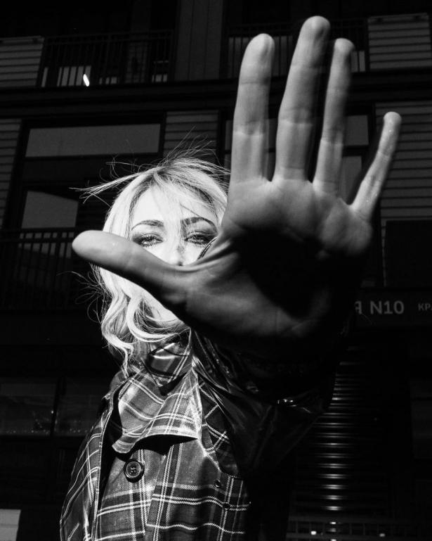 Это война: Настасья Самбурская бойкотирует прессу