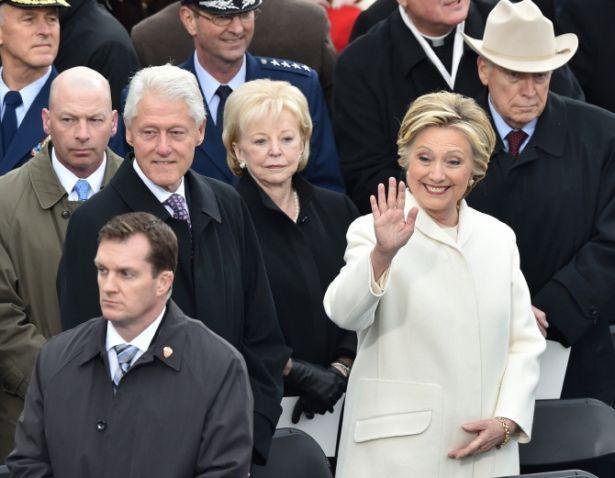 Мелания Трамп в образе Хиллари Клинтон насолила мужу смелым выходом в свет (ФОТО)