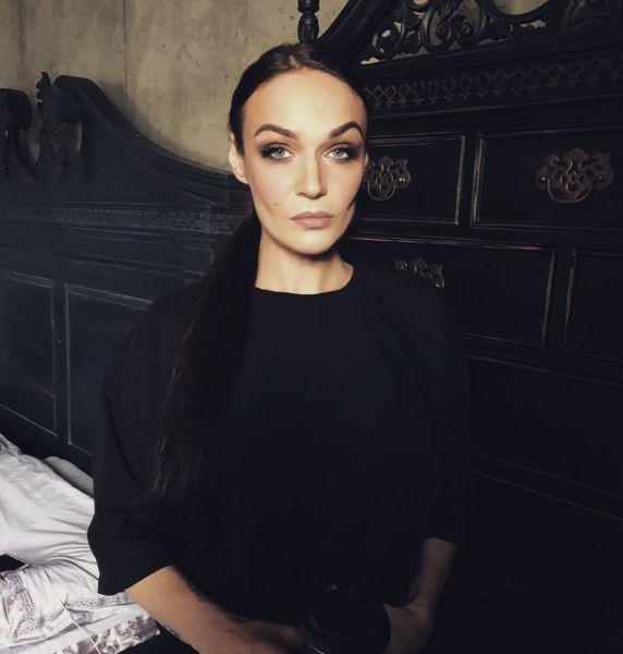 Готичненько: Водонаева вернула мрачный мейкап и черный цвет волос