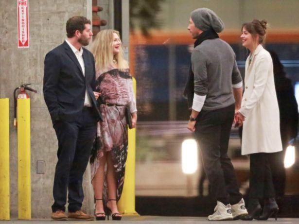 Обменялись любезностями: Дакота Джонсон познакомилась с бывшей супругой бойфренда Криса Мартина