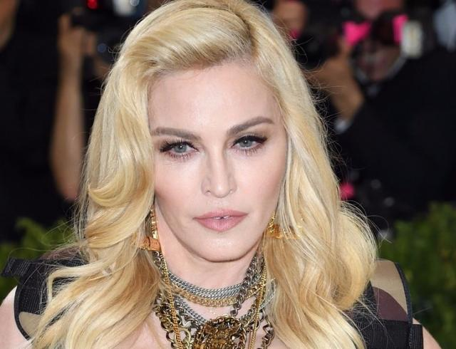 Королева эпатажа Мадонна показала шокирующий массаж вилками