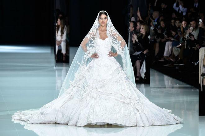 Свадебное платье Меган Маркл оказалось в 10 раз дешевле, чем у Кейт Миддлтон