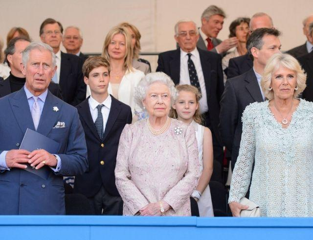 Не хочет иметь с ней ничего общего: шокирующая правда про отношения королевы и Камиллы Паркер-Боулз