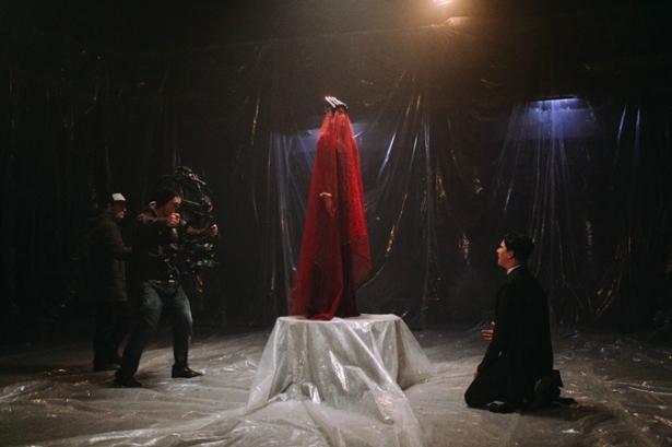 """Сгорает и восстает из пепла: MELOVIN готовит клип на песню Under The Ladder для """"Евровидения"""""""