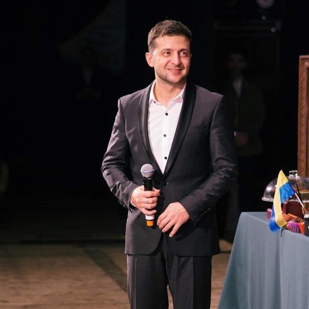 """Владимир Зеленский забавно поздравил женщин с 8 Марта: """"Вы для нас — первые"""""""