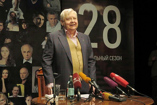 С Олегом Табаковым пришли проститься сотни людей