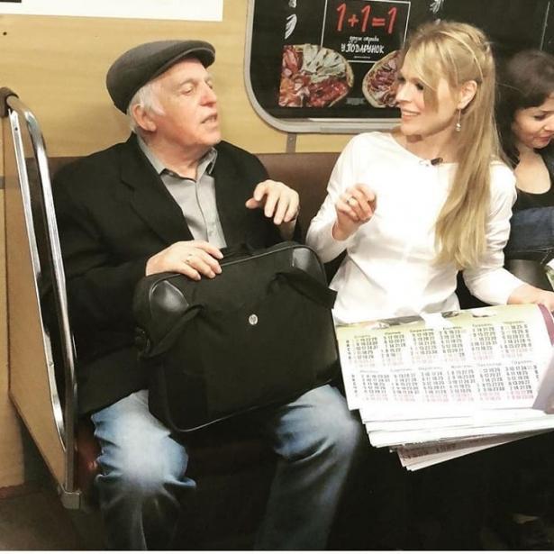 Ольга Фреймут спустилась в метро. И продавала газеты (ФОТО)