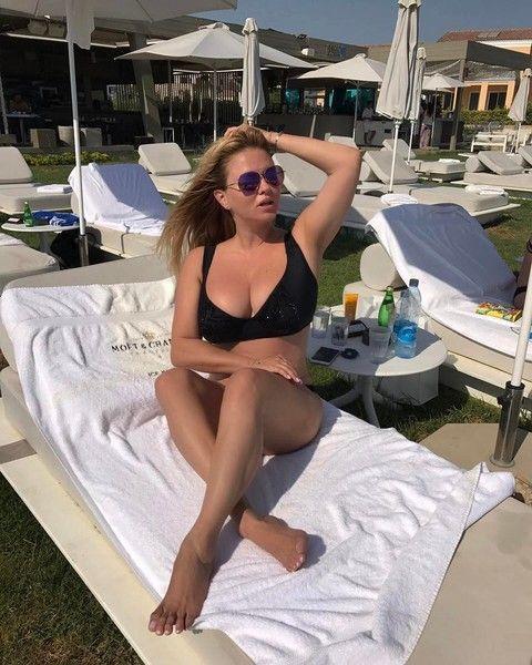 Семенович впервые показала идеальную попу в купальнике