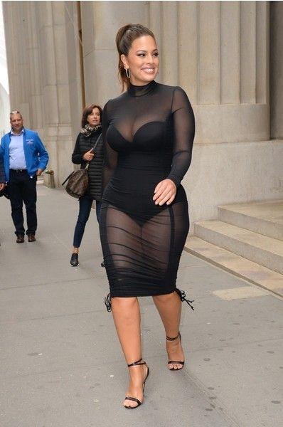 Эшли Грэм в латексном платье сверкнула целлюлитом