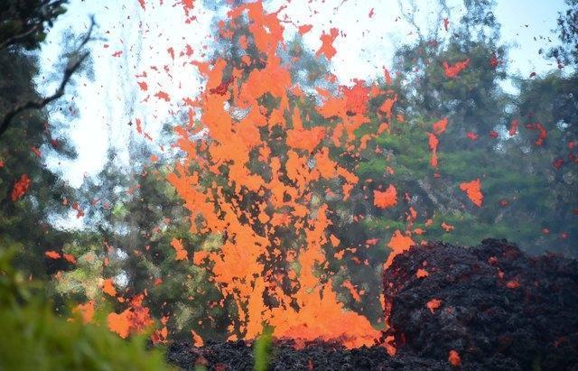 Мощнейшее извержение вулкана на Гавайях уничтожило десятки домов: оглашена эвакуация (ФОТО+ВИДЕО)