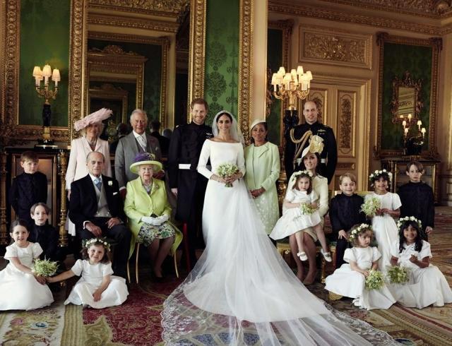 Кенсингтонский дворец выпустил первые официальные свадебные портреты принца Гарри и Меган Маркл
