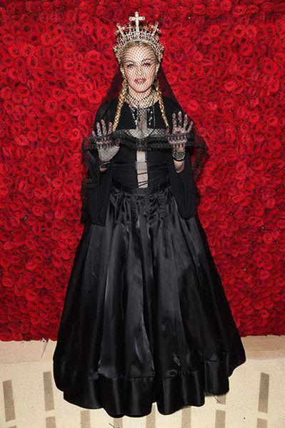 Мадонна сверкнула ягодицами в шикарном платье