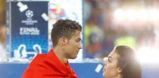 Джорджина Родригес зацеловала Криштиану Роналду после победы в Киеве (ФОТО)