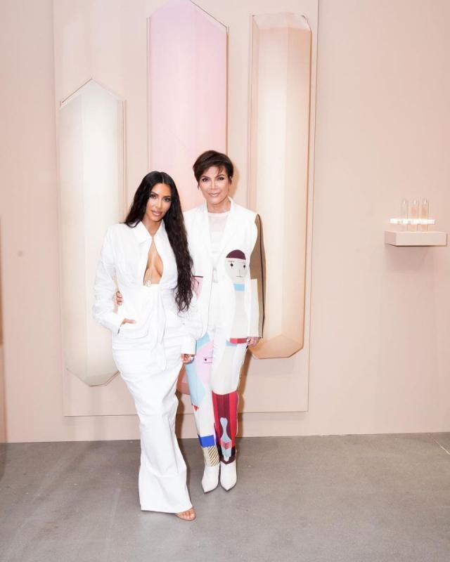 Ким Кардашьян в белом наряде блеснула на модном саммите (ФОТО)