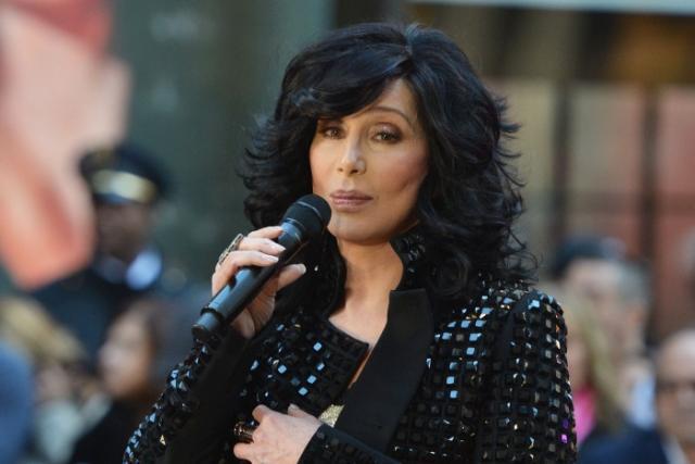 Певица Шер рассказала, как вместе с Мерил Стрип спасла девушку от изнасилования