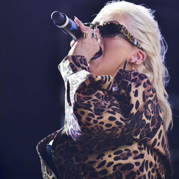 Стильно или нет: Кристина Агилера в огромном пиджаке леопардового цвета и мини (ГОЛОСОВАНИЕ)