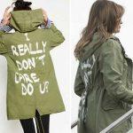 Меланию Трамп осудили за слишком провокационную надпись на куртке