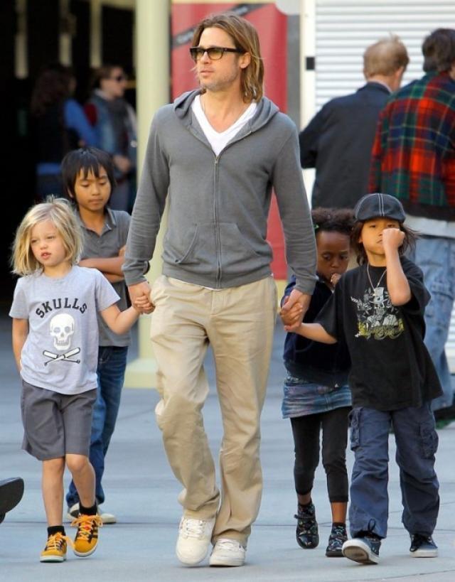 Анджелину Джоли могут лишить опеки над детьми