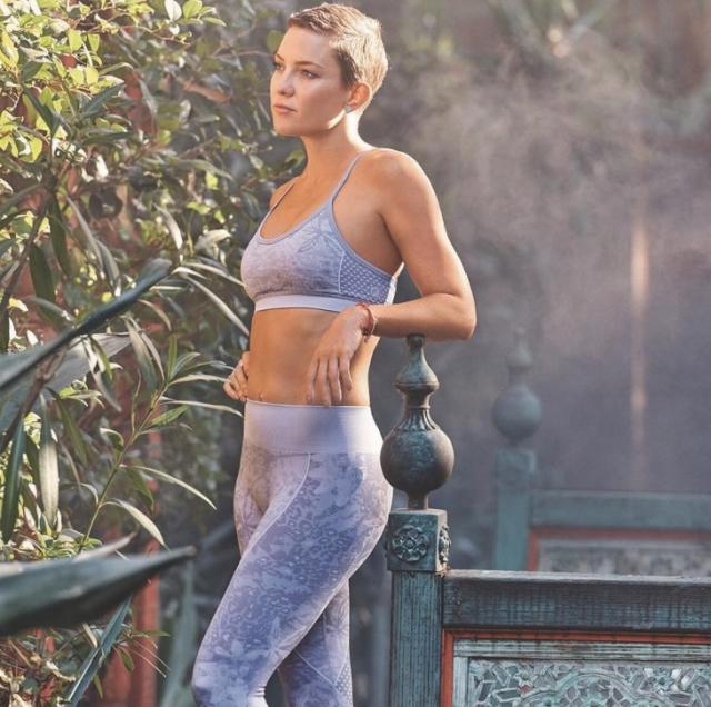 Беременная Кейт Хадсон подчеркнула подросший животик стильным образом