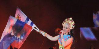 Все русское сразу: Наталия Орейро в кокошнике и костюме матрешки