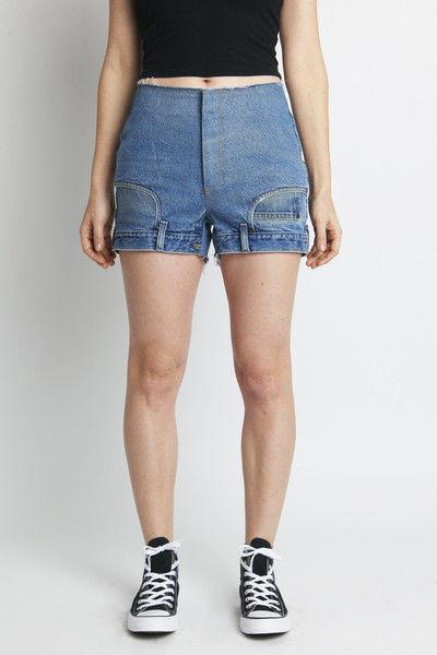 Вверх ногами: дизайнеры создали самые странные шорты в истории