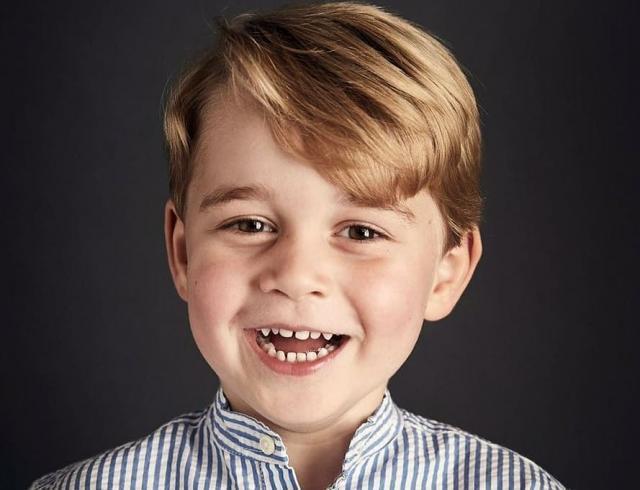 Принцу Джорджу исполнилось 5 лет: в день рождения королевская семья опубликовала его новый портрет (ФОТО)