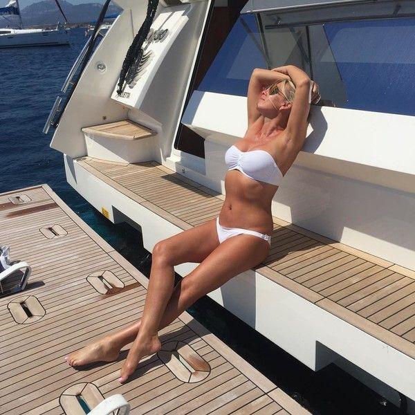 Рыбин показал, как выглядит в бикини 47-летняя Сенчукова