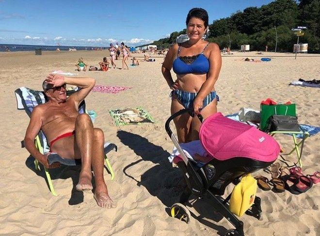 56-летняя супруга Эммануила Виторгана гуляет с дочкой в бикини