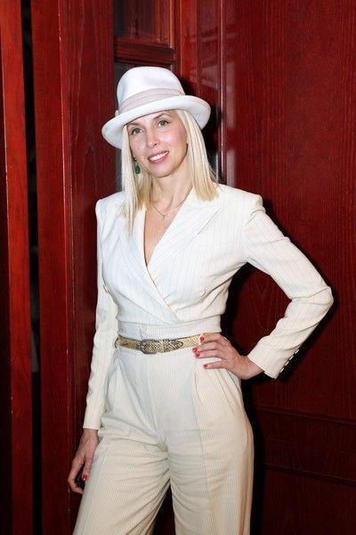 55-летнюю Алену Свиридову раскритиковали за фото в нижнем белье