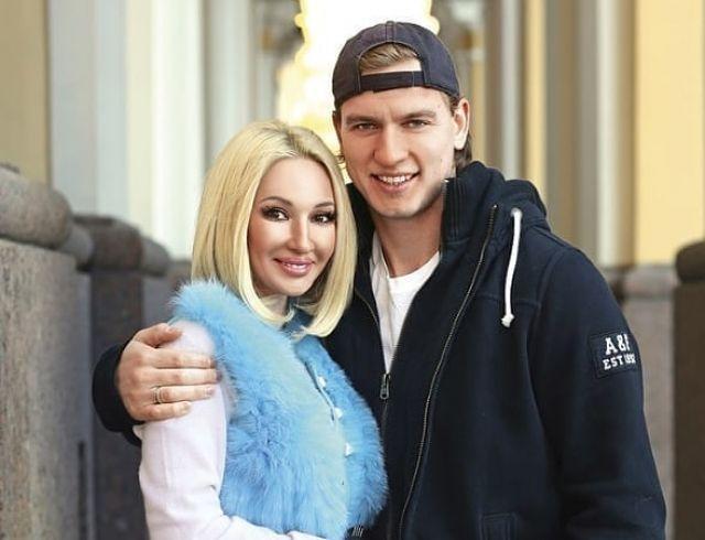 Лера Кудрявцева показала молодого мужа на прогулке с новорожденной дочерью (ФОТО)
