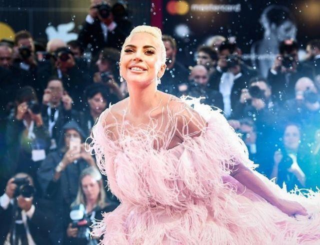 Леди Гага украсила обложку Vogue и дала интервью: о переменах в жизни и секс-насилии (ФОТО)